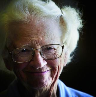 elderlywoman-L.jpg