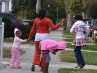 Debra_20Neptune_20with_20her_20daughters_20walking_20down_20their_20block.jpg