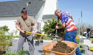 Team_20Depot_20Working_20in_20Volunteers_20of_20America_20Northern_20Rockies_20Veterans_20Garden.jpg