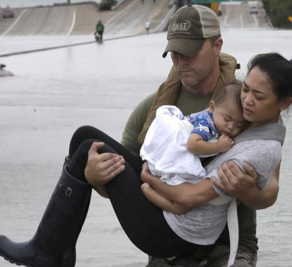 Police_officer_carrying_woman_and_child_during_Hurricane_Harvey_press_release.jpg